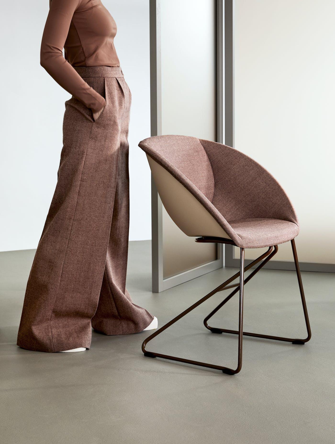 Popcorn stol med polstret innside fra Fora Form