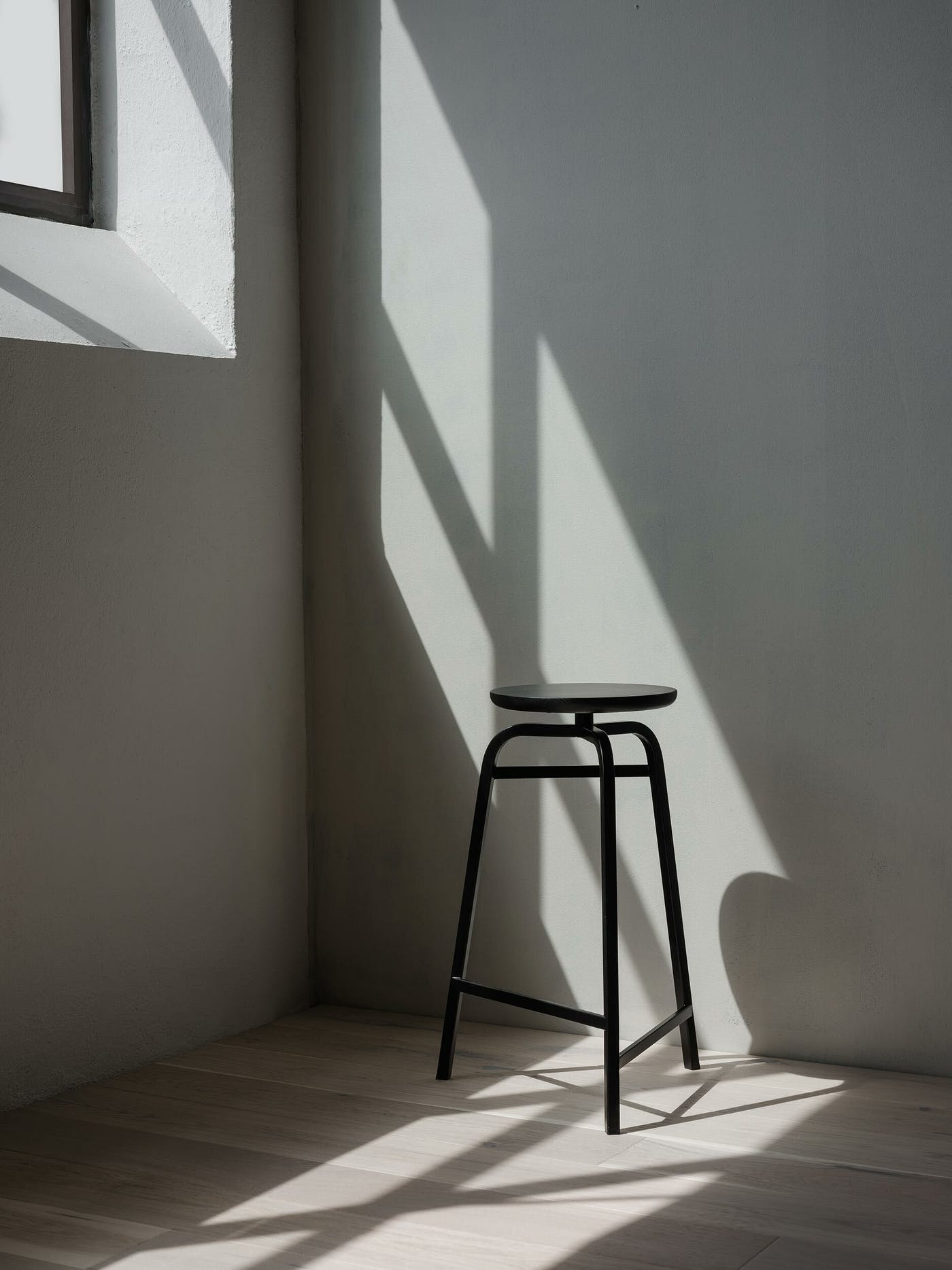 Treble bar stool black corner Northern Photo Einar Aslaksen Low res