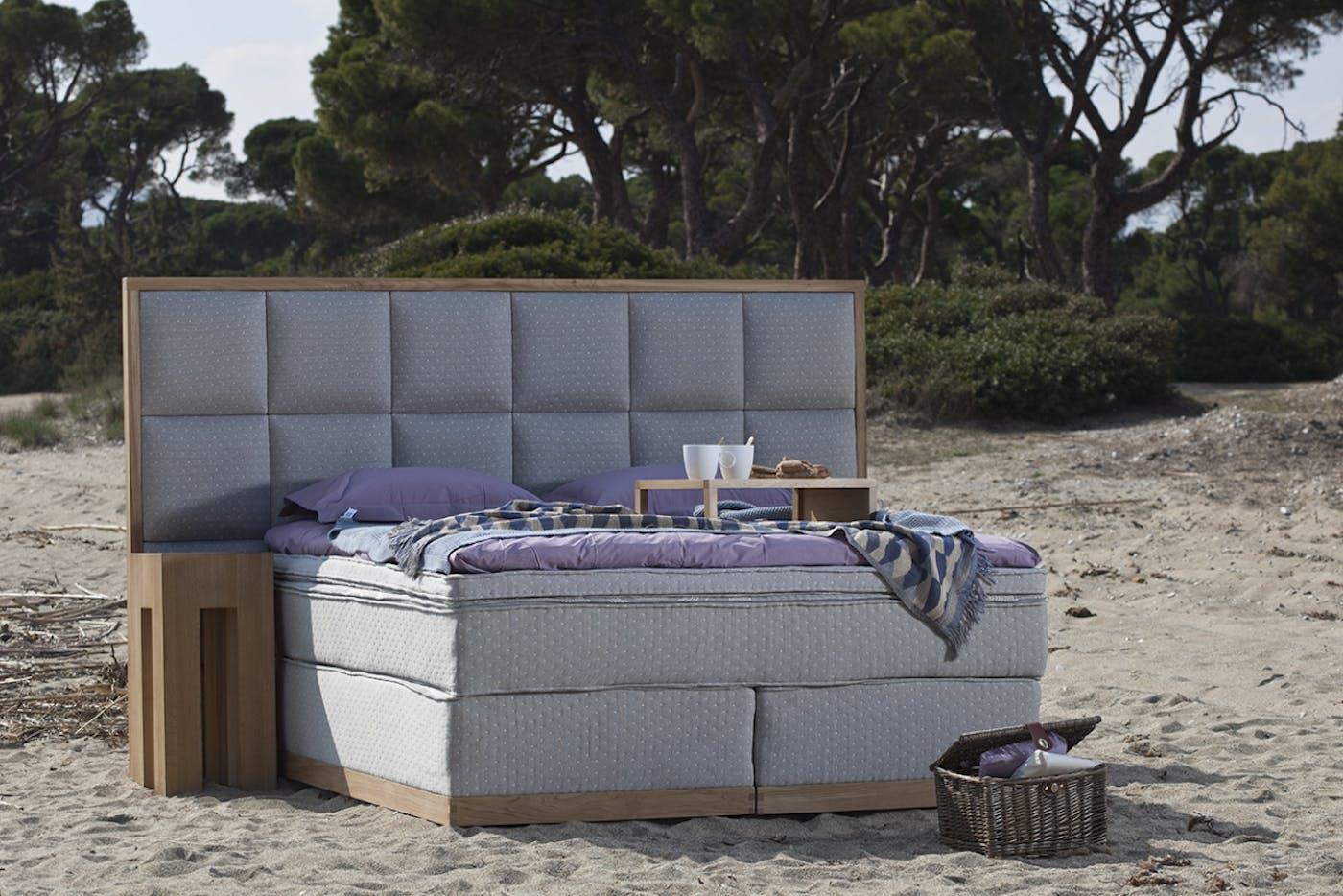 Triton bedsystem gray on beach